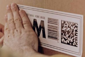 image: UK retail brand parcel delivery services Hermes Scandit courier barcode augmented reality