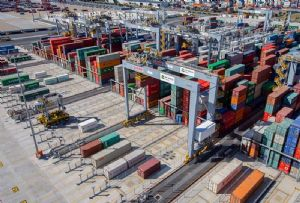 image: Australia docks DP World International Transport Workers� Federation (ITF), Maritime Union wharfies stevedores freight terminals containers automation labour dispute
