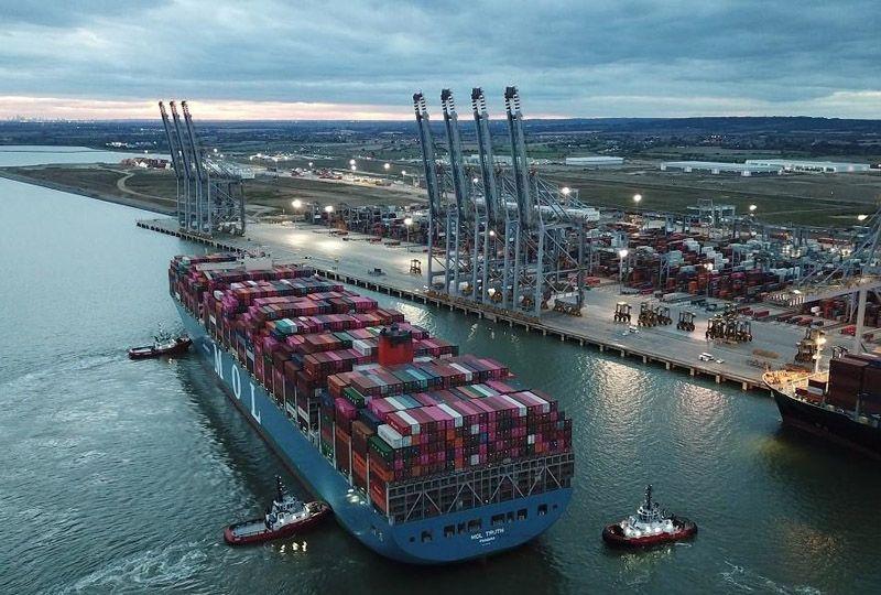 image: DP World, UK, TEU, London, Gateway, Southampton, port, logistics, record,